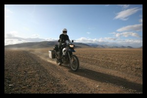 Heather on a fast stretch in the Gobi - Mongolia